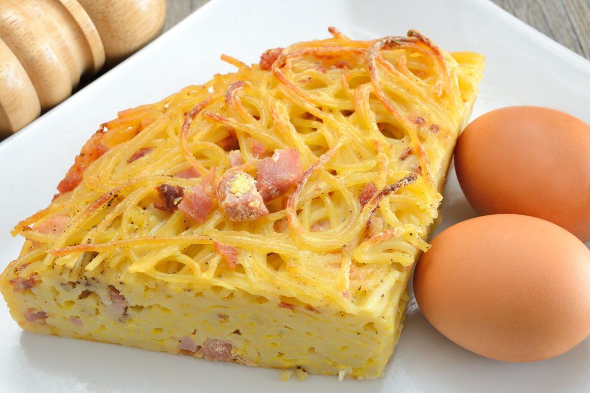 Frittata di pasta napoletana: la ricetta classica della frittata di maccheroni