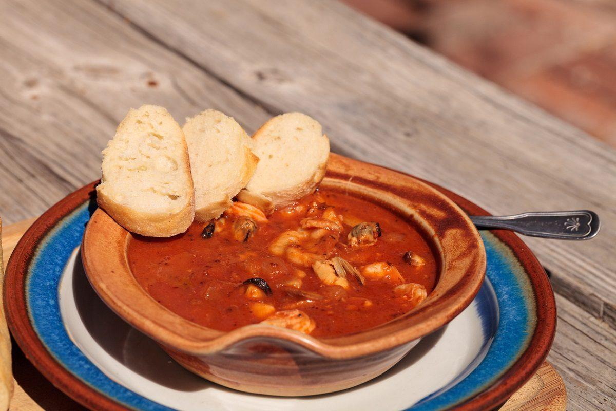 Cacciucco alla livornese: la ricetta della zuppa toscana