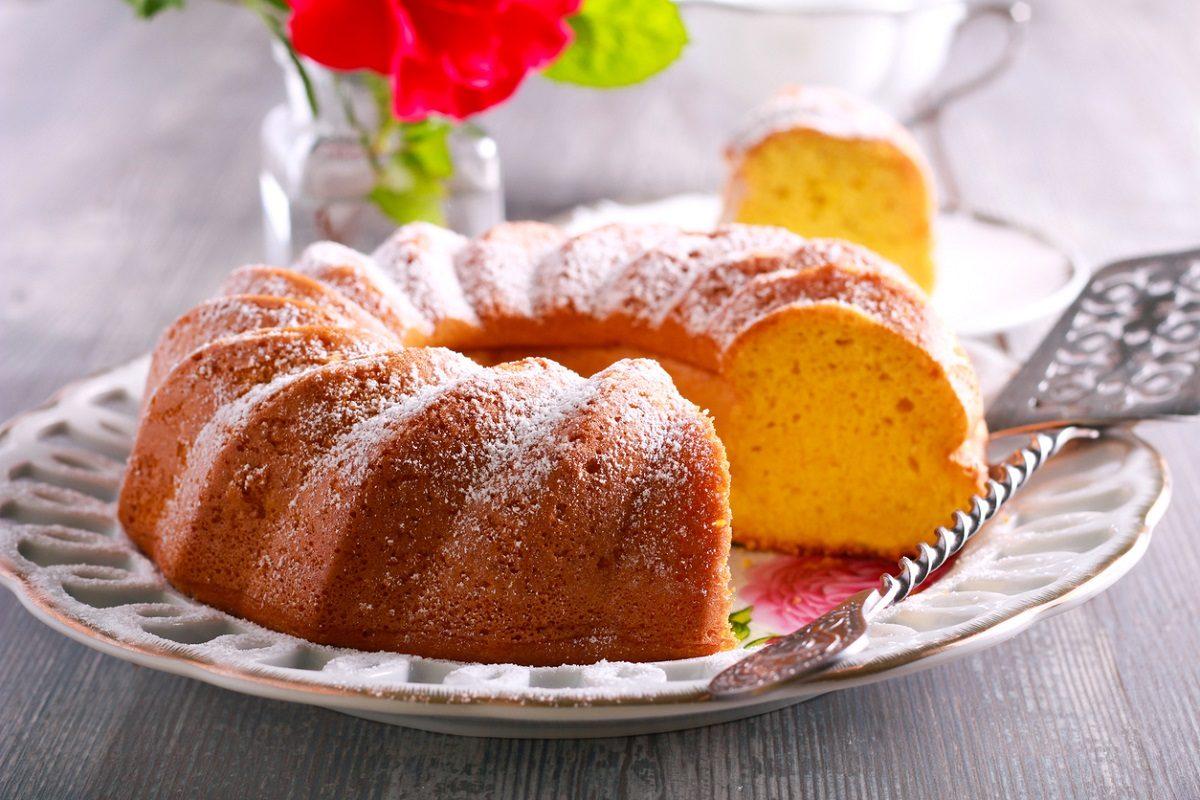 Ciambella all'arancia: la ricetta del dolce soffice, alto e profumato