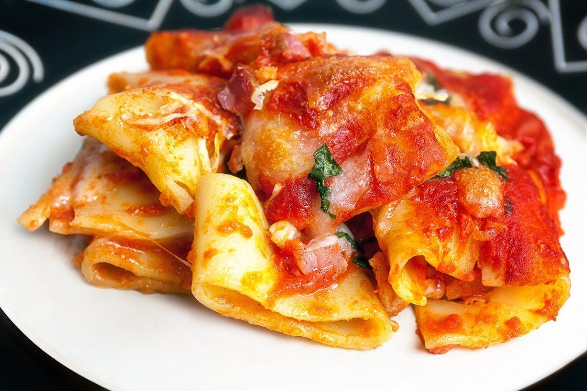 Paccheri alla sorrentina: la ricetta del primo piatto campano completo e delizioso