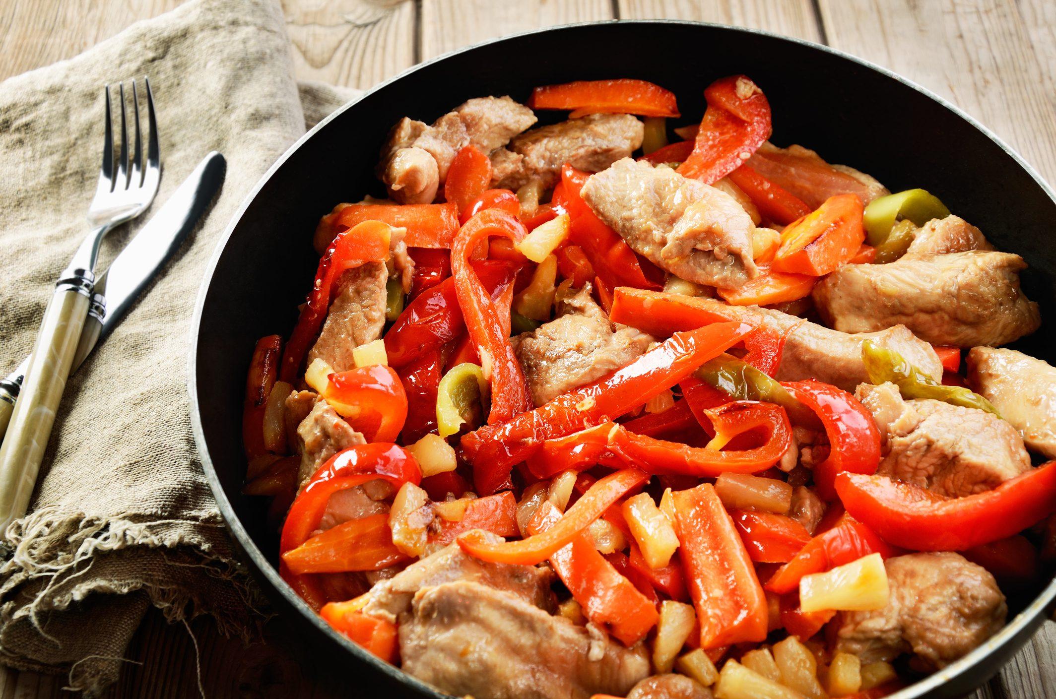 Pollo alla romana: la ricetta del secondo che non ha bisogno di presentazioni