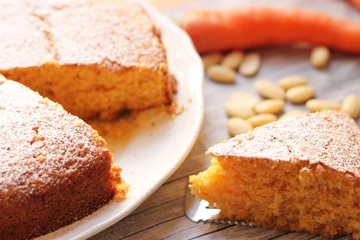 Torta di carote e mandorle: la ricetta soffice