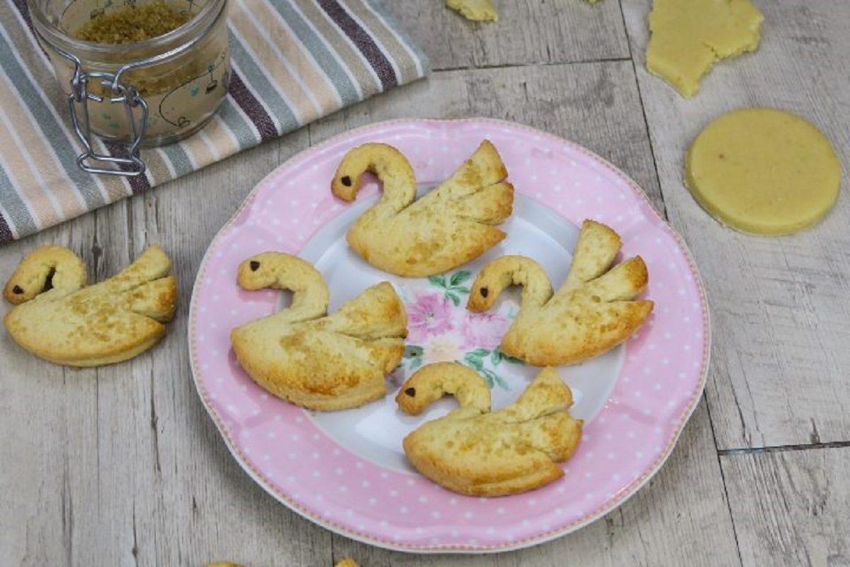 Cigni di pasta frolla: la ricetta dei biscotti eleganti e deliziosi