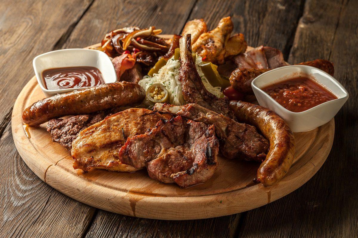 Grigliata di carne: la ricetta del secondo piatto sfizioso e succulento