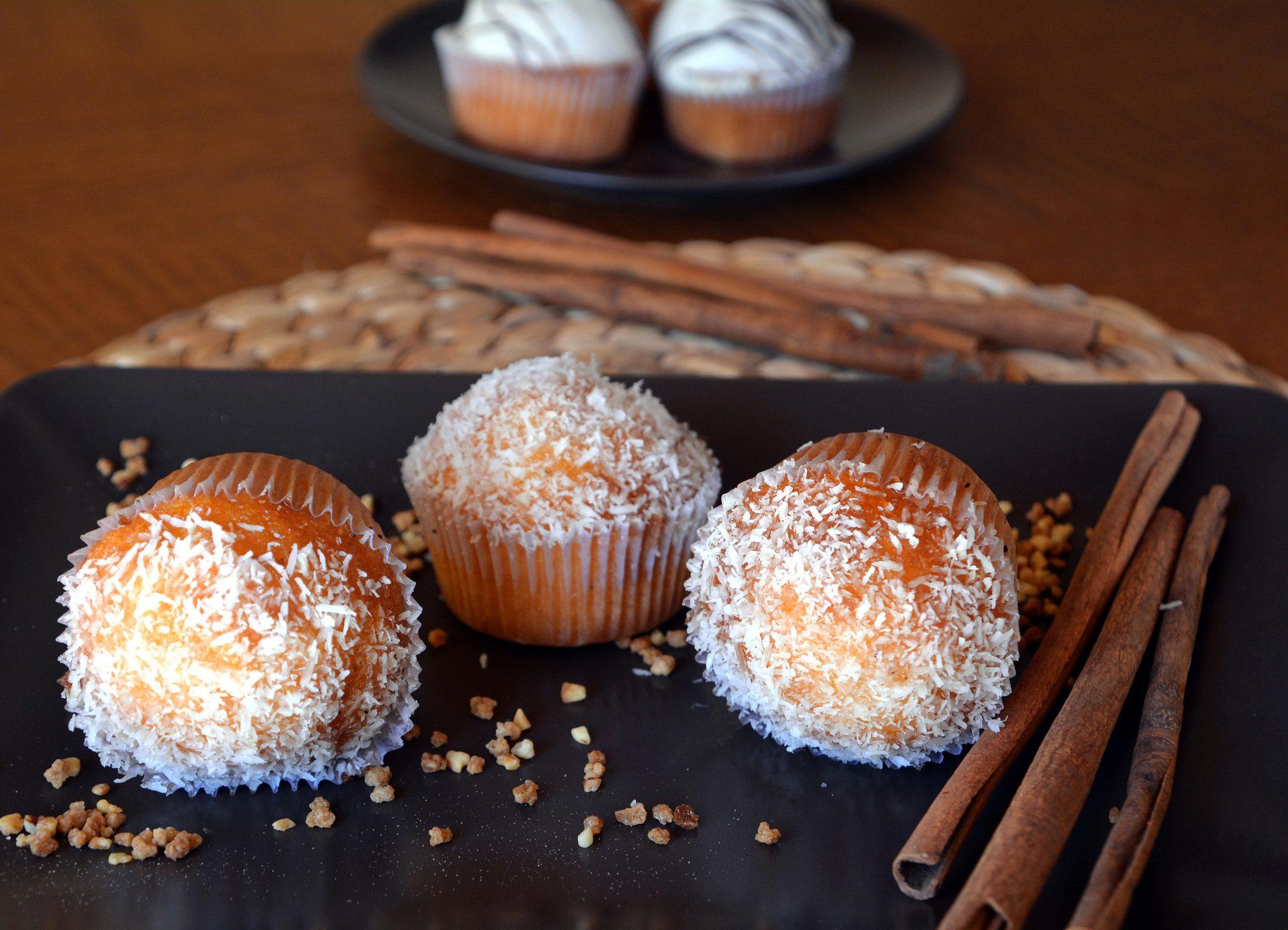 Muffin al cocco: la ricetta dei profumatissimi dolcetti al forno