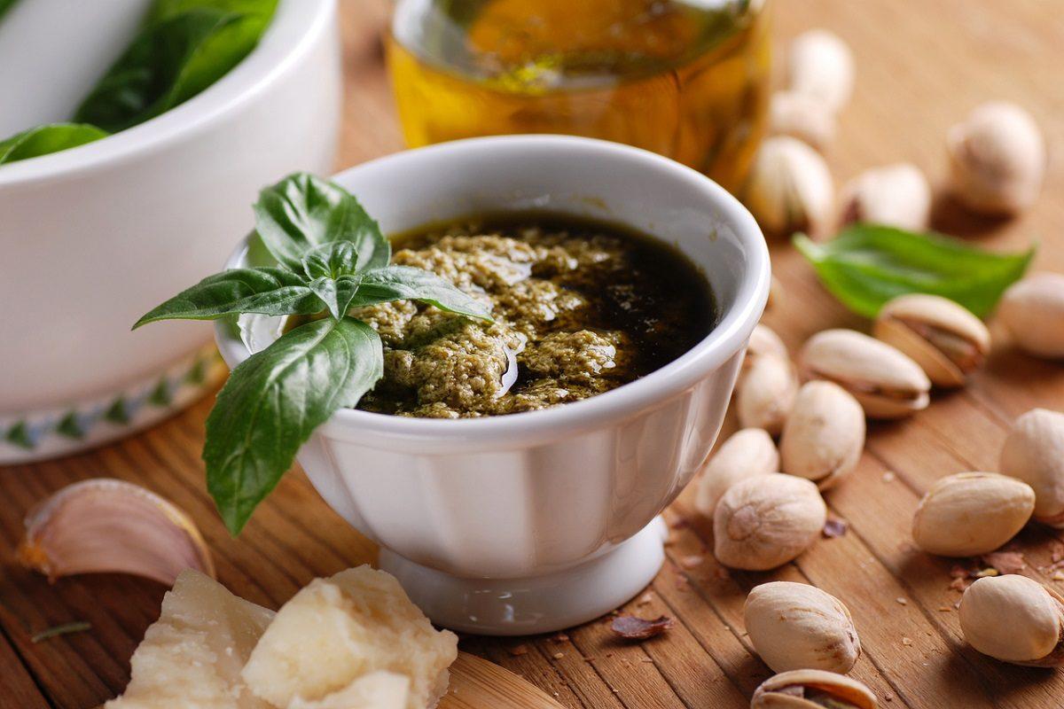 Pesto di pistacchi: la ricetta della salsa deliziosa e saporita tipica della Sicilia