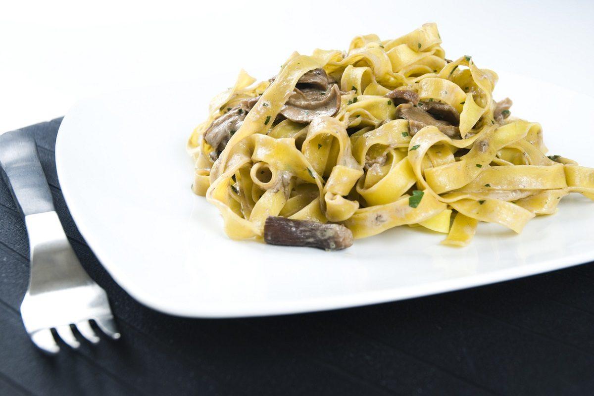 Tagliatelle panna e funghi: la ricetta del primo piatto semplice e gustoso
