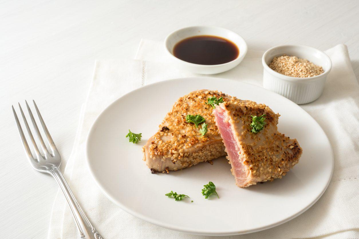 Tonno al sesamo: la ricetta della tagliata ispirata alla cucina giapponese