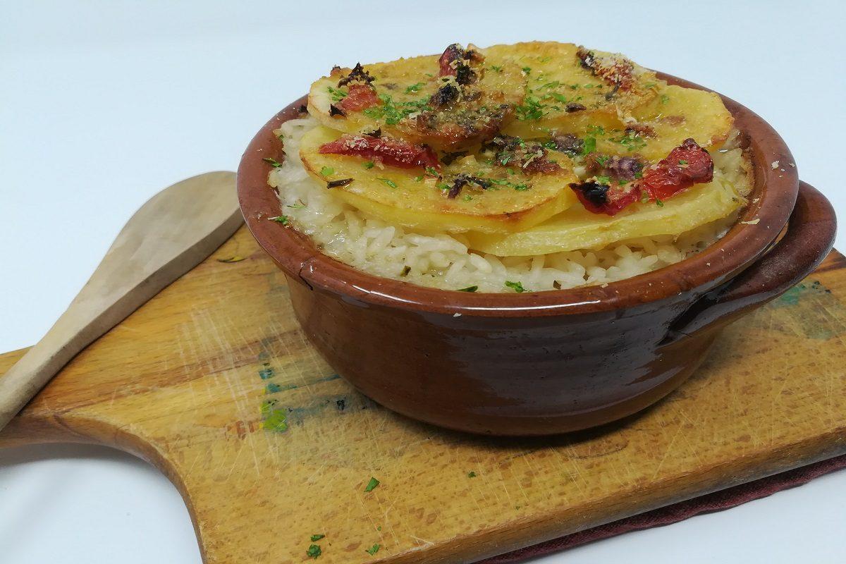 Tiella barese: la ricetta originale del riso pugliese con patate e cozze