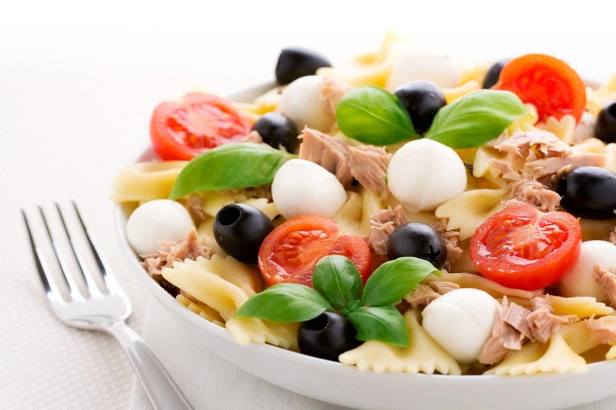 Insalata di pasta mediterranea: la ricetta del primo che profuma d'estate