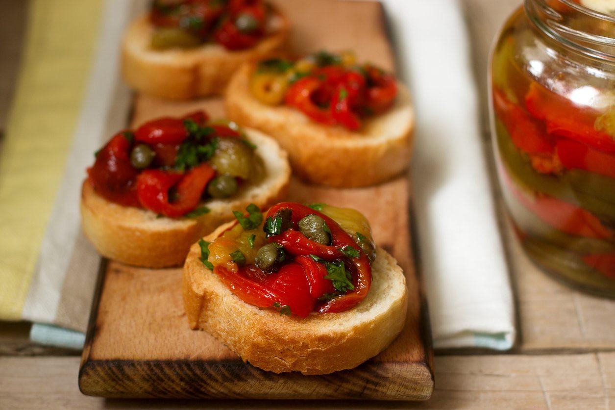 Bruschette ai peperoni: la ricetta dell'antipasto estivo semplice e gustoso