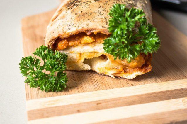 Pizza arrotolata: la ricetta per preparare una pizza Stromboli gustosa e fumante