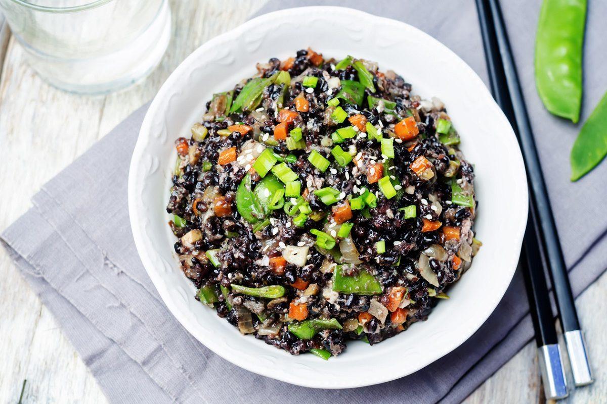 Riso venere all'insalata: la ricetta fredda e gustosa ideale per l'estate