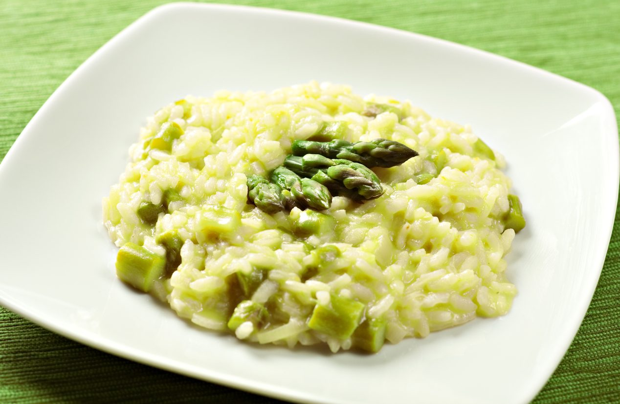 Risotto agli asparagi: la ricetta per farlo cremoso come al ristorante