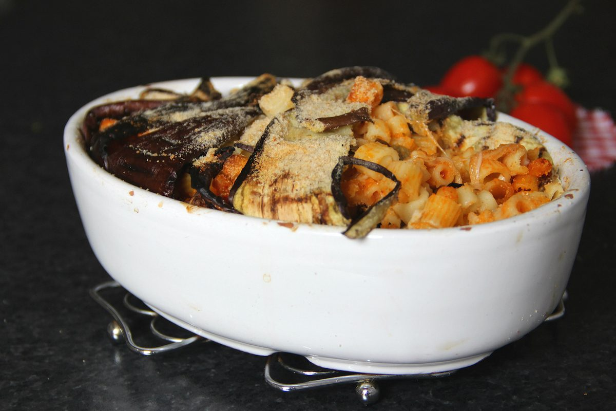 Timballo di pasta e melanzane: la ricetta dello sformato corposo e squisito