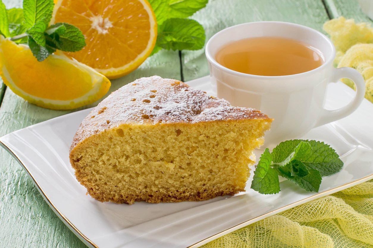 Torta alla panna: la ricetta del dolce sofficissimo da inzuppare nel latte