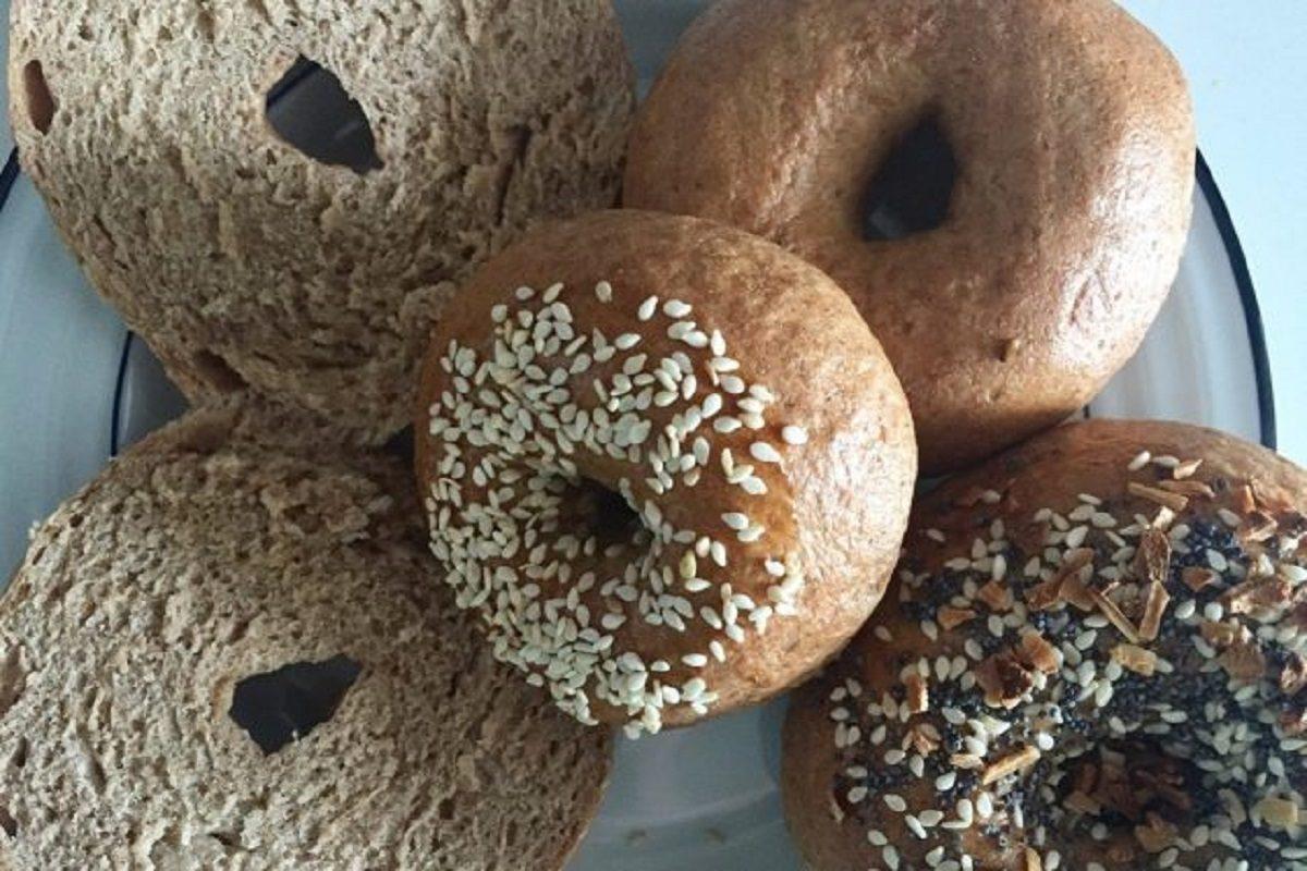 Bagel: la ricetta delle ciambelle di origine ebraica molto amate negli Stati Uniti