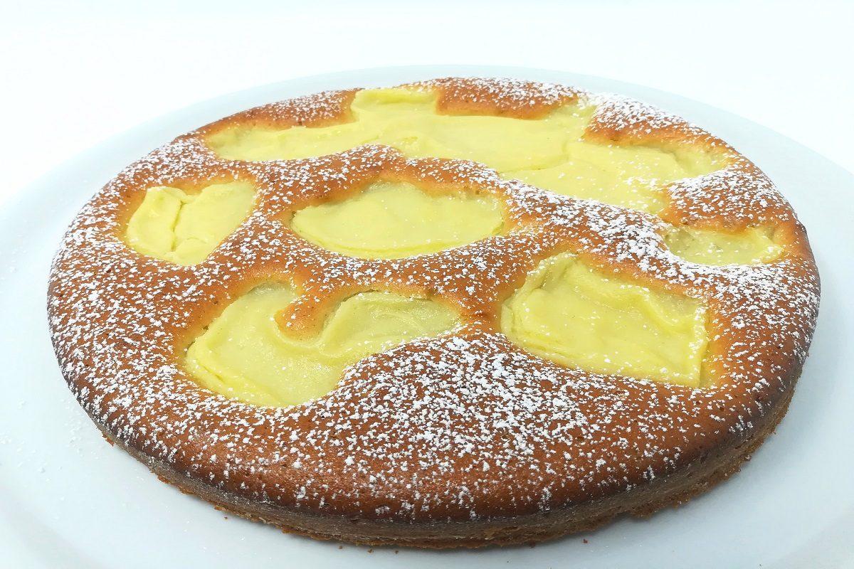 Torta Nua: la ricetta preparata con crema pasticcera