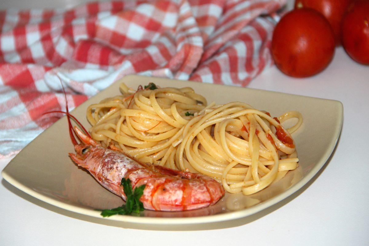 Linguine con mazzancolle: la ricetta del primo di mare semplice e veloce