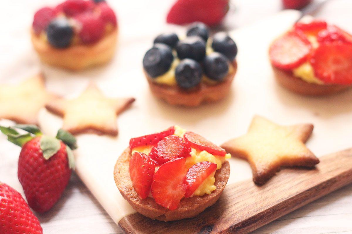 Tartellette alla crema e frutta: la ricetta per fare i cestini finger food