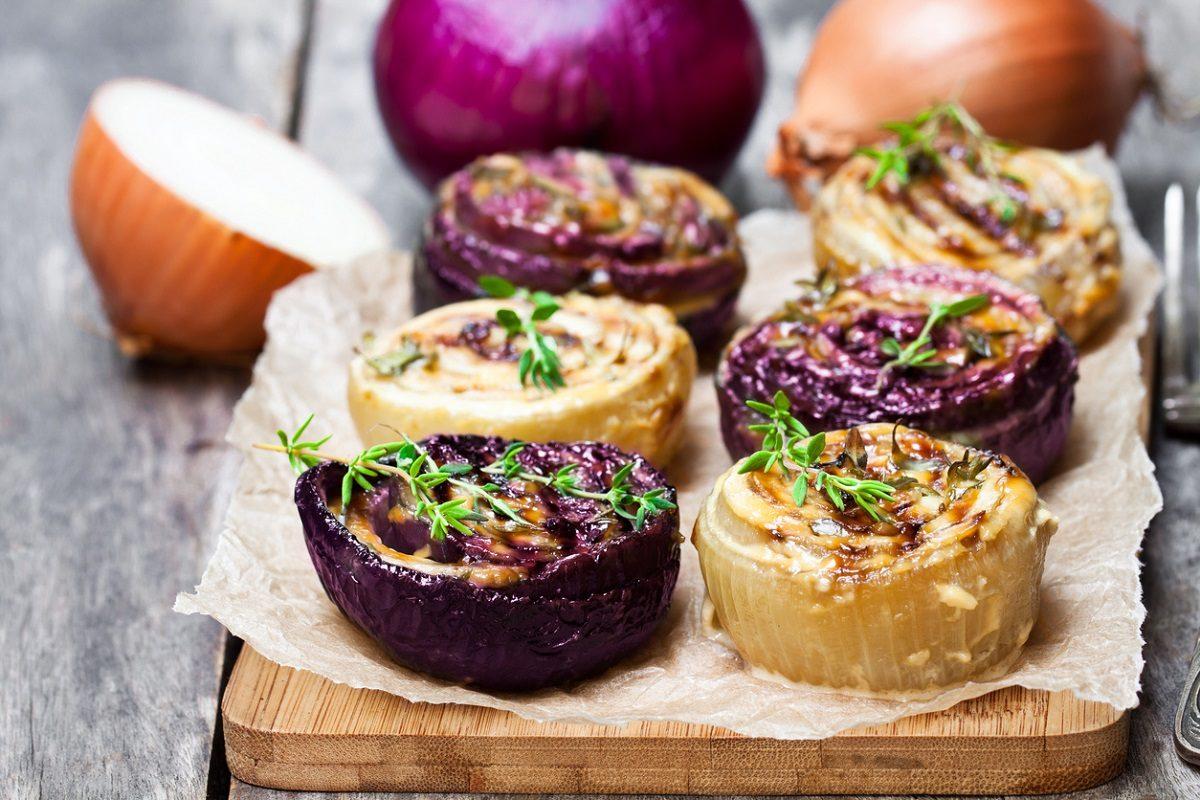 Cipolle al forno: la ricetta del contorno sfizioso e saporito