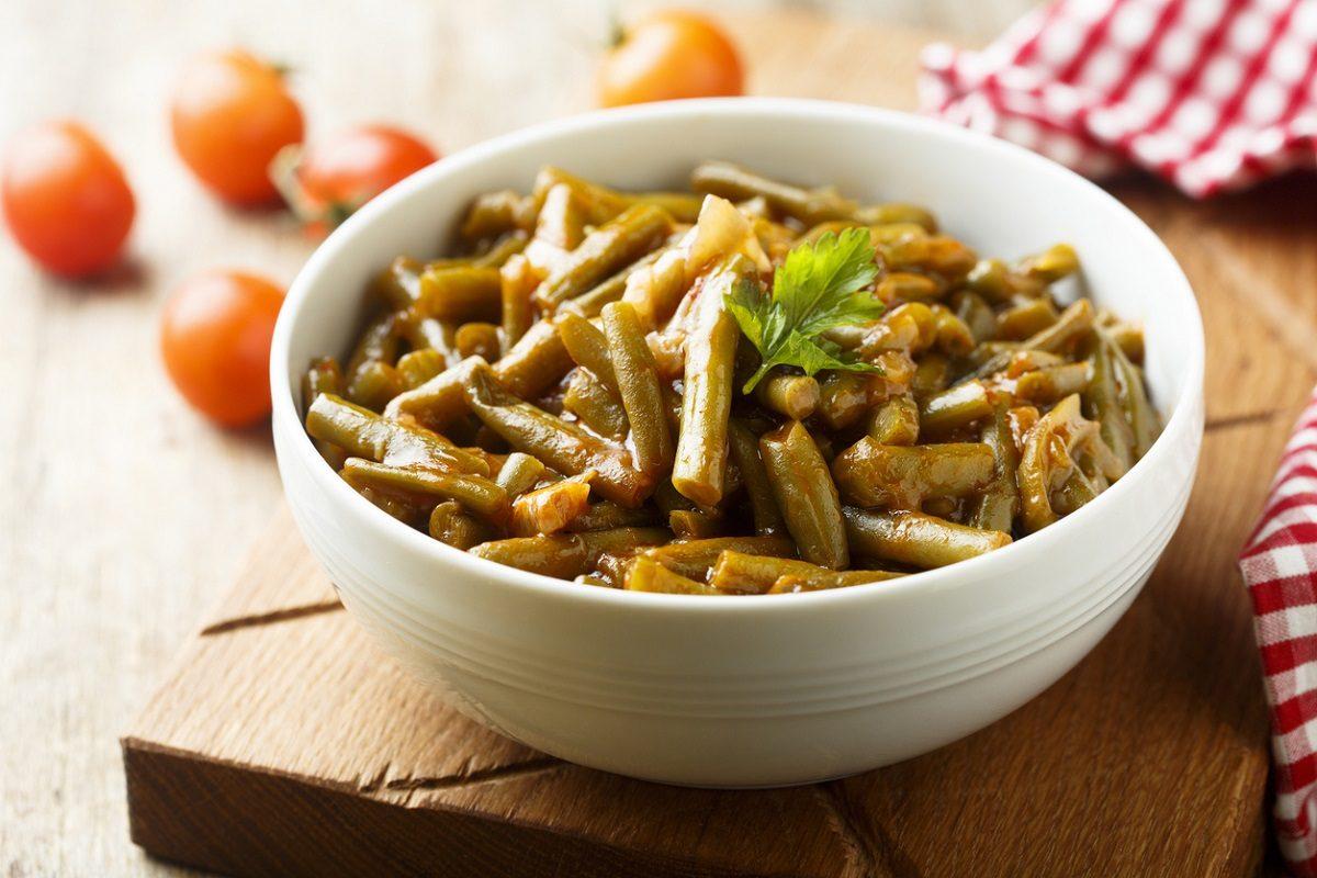 Fagiolini in umido: la ricetta del contorno estivo semplice e saporito