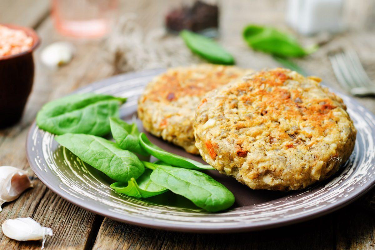 Hamburger di lenticchie: la ricetta dei burger vegetariani leggeri e saporiti