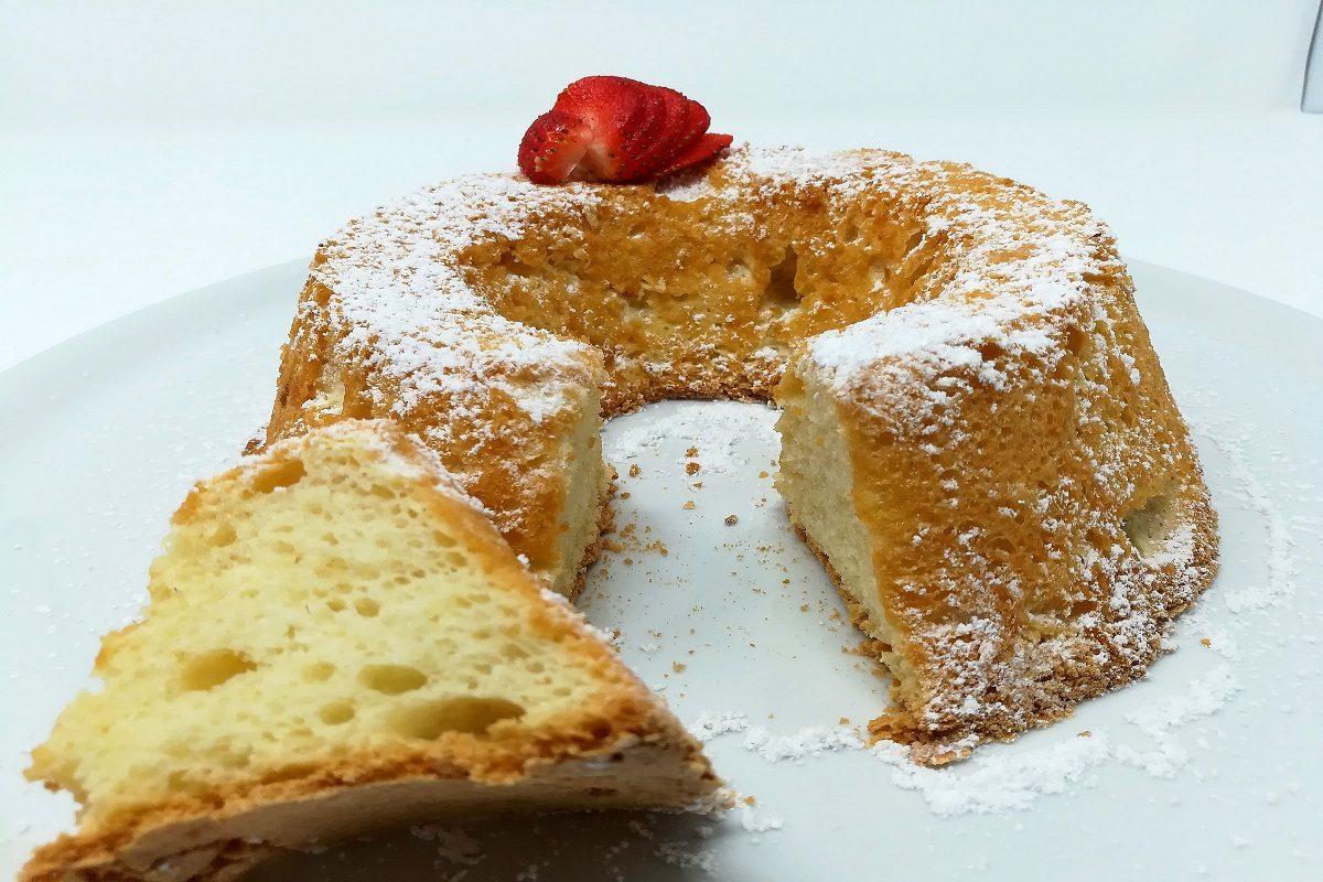 Angel cake: la ricetta della leggerissima torta americana