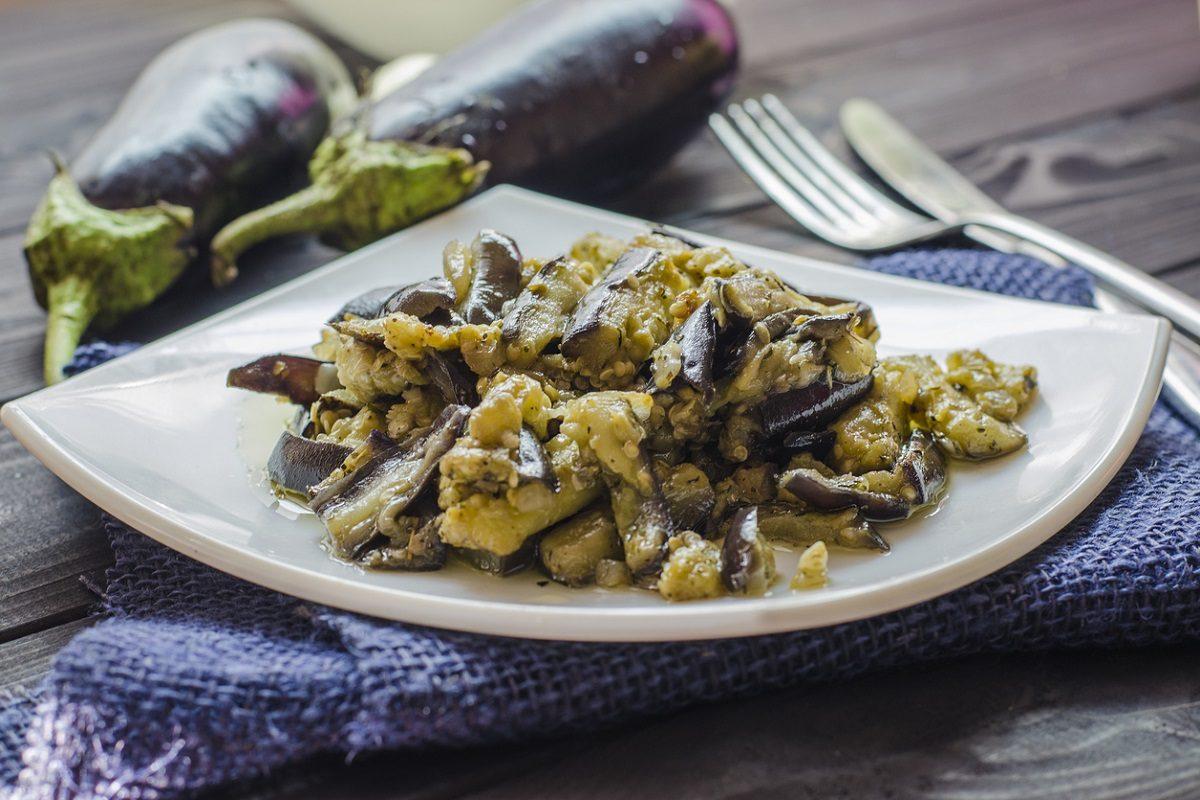 Melanzane in agrodolce: la ricetta del contorno estivo sfizioso e saporito