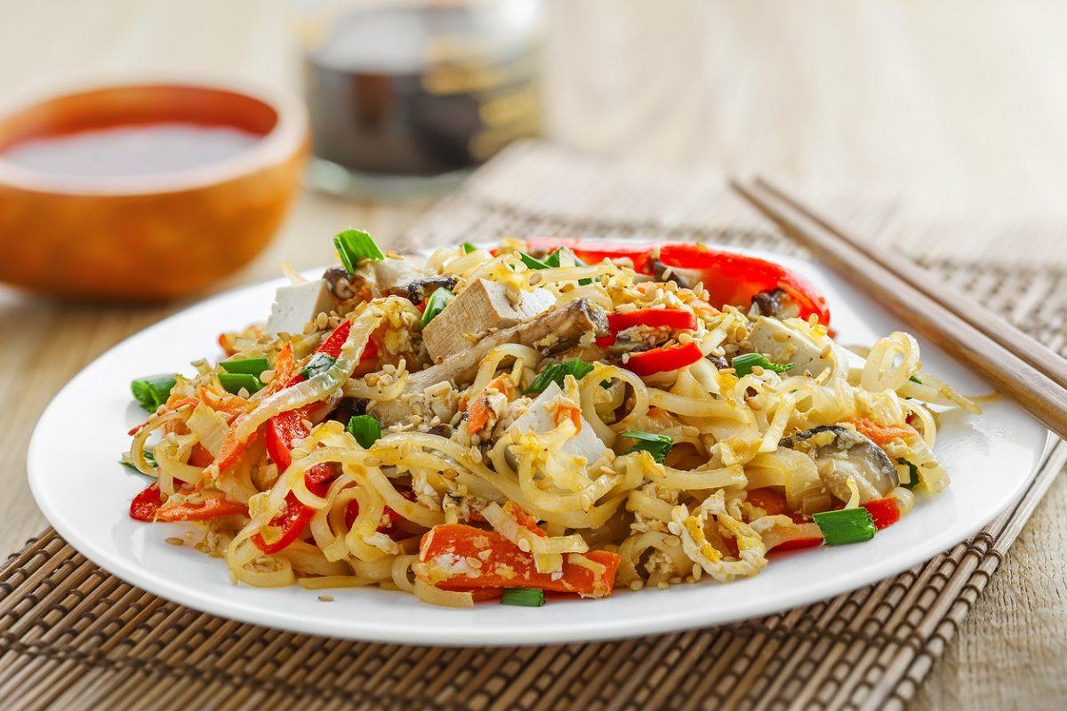Spaghetti di soia: la ricetta del piatto tipico asiatico ricco e saporito