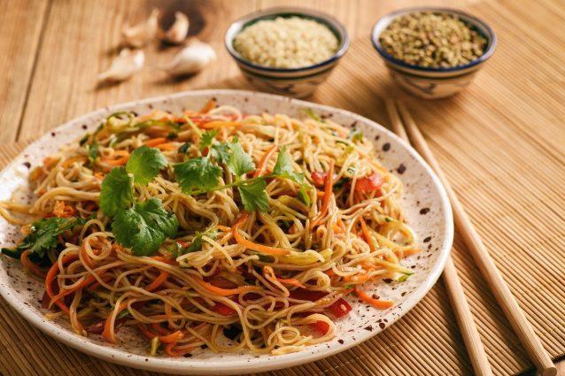Ricetta Noodles Con Verdure E Carne.Spaghetti Di Riso Con Verdure La Ricetta Del Primo Piatto Della Cucina Asiatica