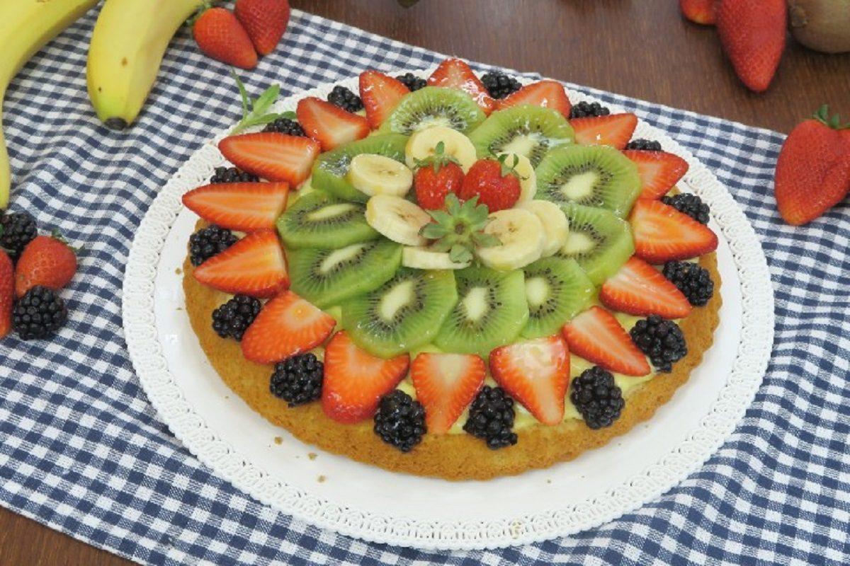 Torta di frutta: la ricetta della crostata soffice e colorata