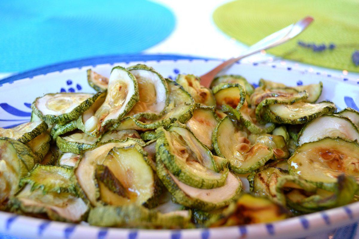 Zucchine in agrodolce: la ricetta del contorno estivo sfizioso e veloce