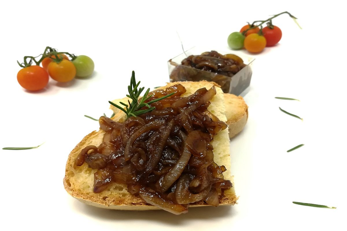 Cipolle caramellate: la ricetta facile da preparare con le cipolle di Tropea