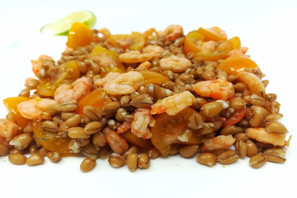 Insalata di farro e gamberi: la ricetta facile e veloce per un piatto freschissimo