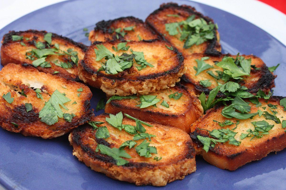 Pane fritto: la ricetta dell'antipasto semplice ed economico