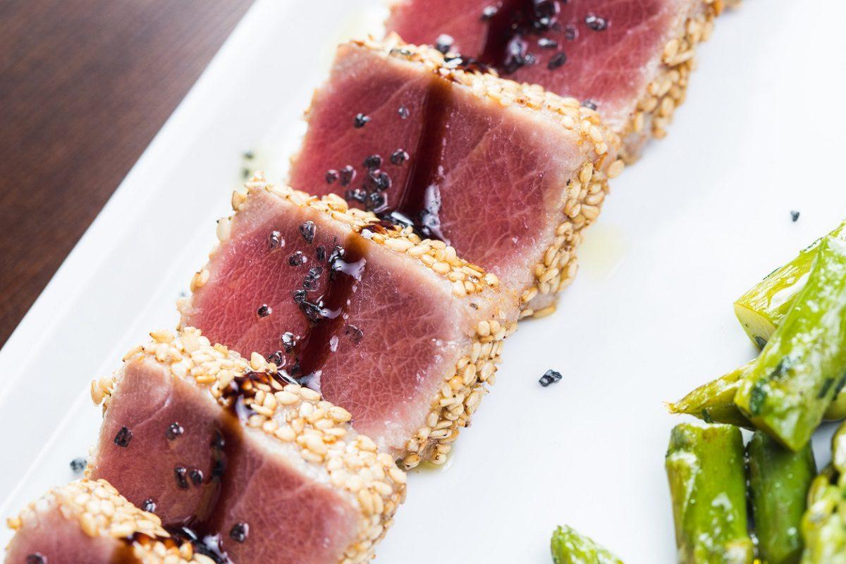 Tataki di tonno al sesamo: la ricetta per prepararlo alla perfezione