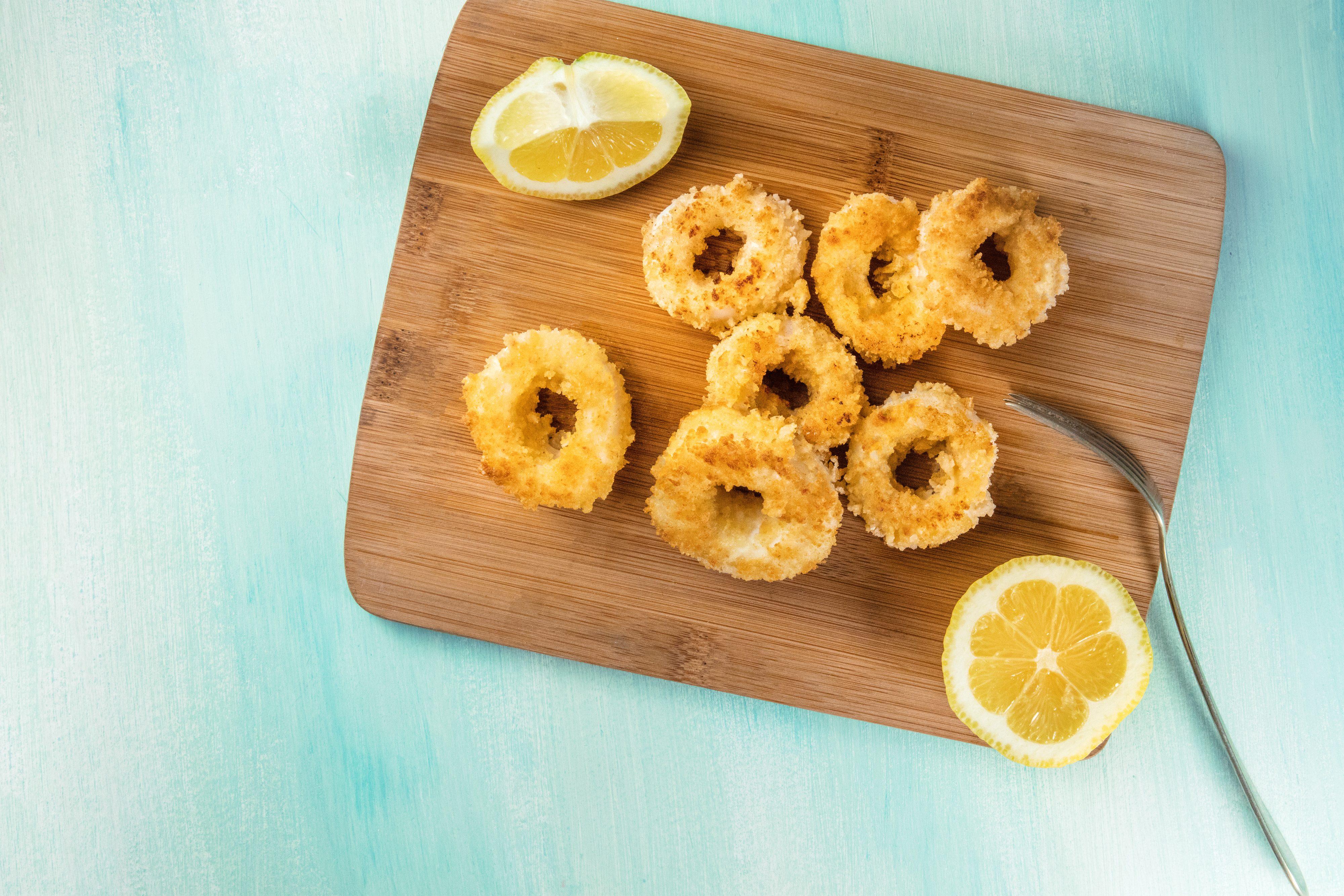 Calamari al forno: la ricetta per prepararli gustosi e morbidi in pochissimo tempo