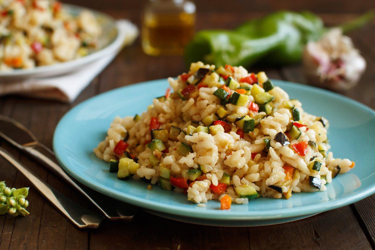 Risotto alle verdure: il primo piatto leggero e colorato