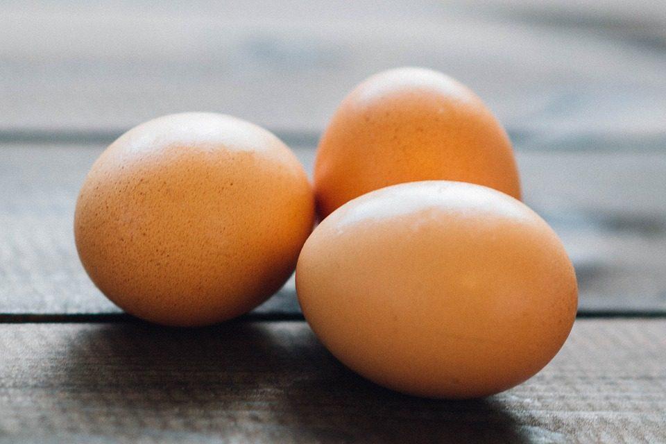 Come capire quando un uovo è fresco: tre metodi infallibili