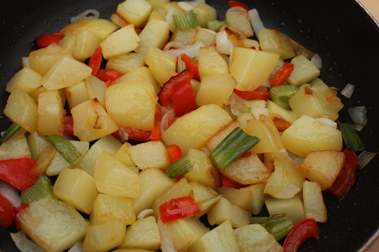 Patate e peperoni: la ricetta del contorno tipico della cucina calabrese