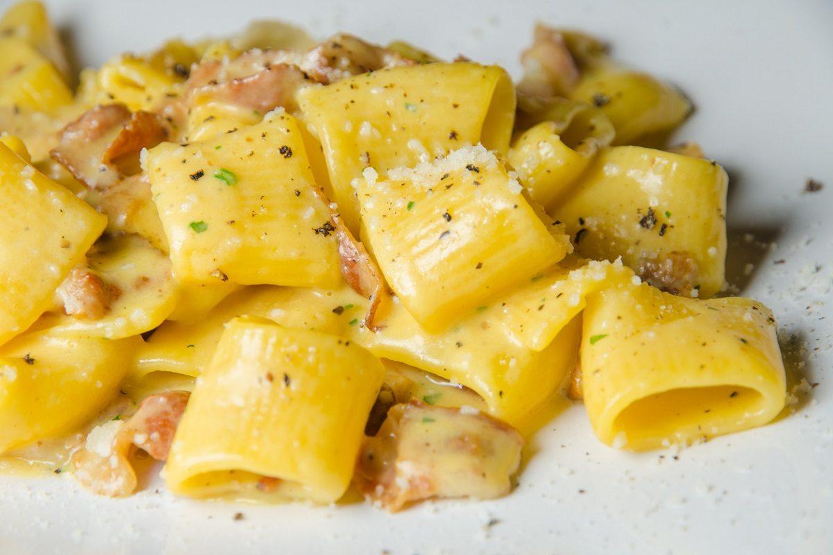 La Carbonara: storia, origini e varianti di un piatto amato in tutto il mondo