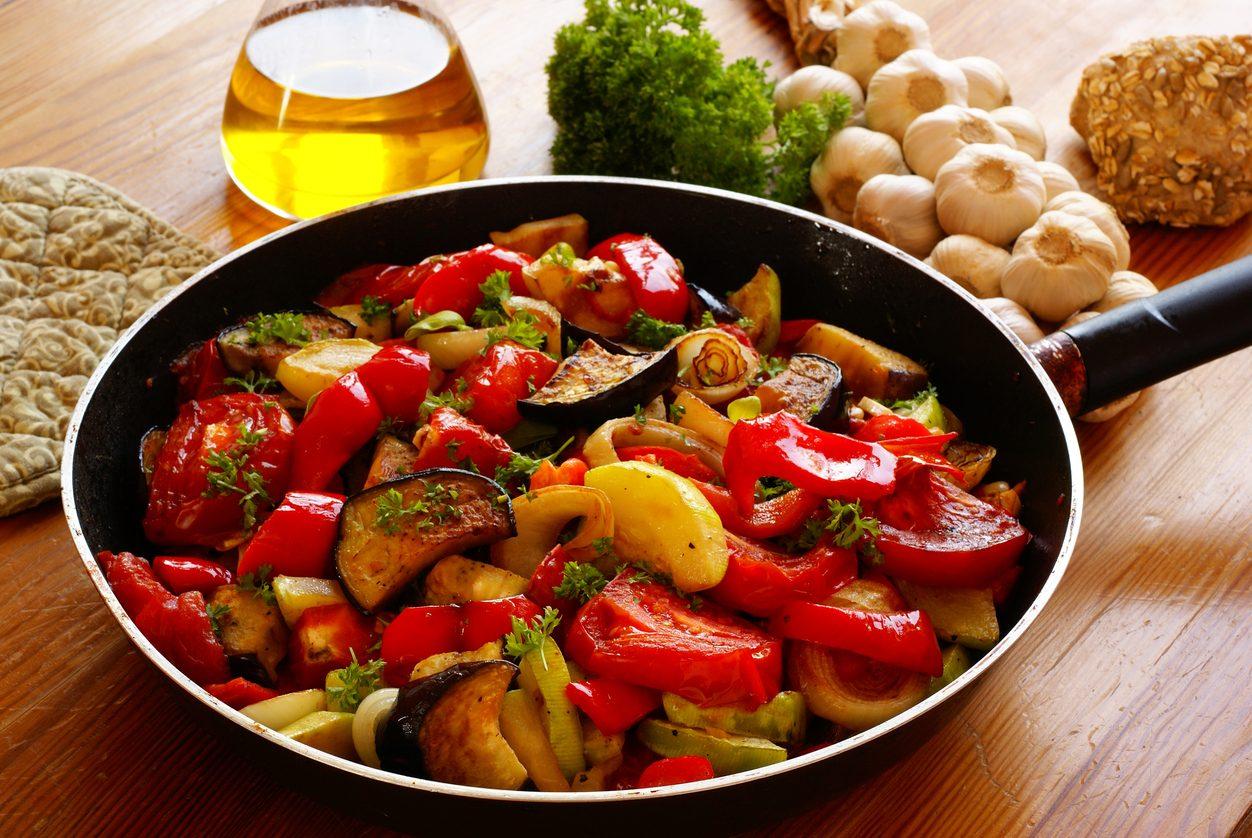 Caponata di melanzane e peperoni: la ricetta per un contorno ricco di sapori