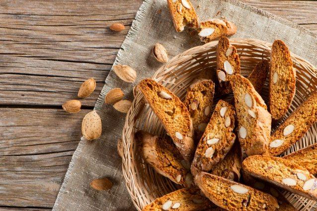 Cantucci alle mandorle: la ricetta dei biscotti da fine pasto