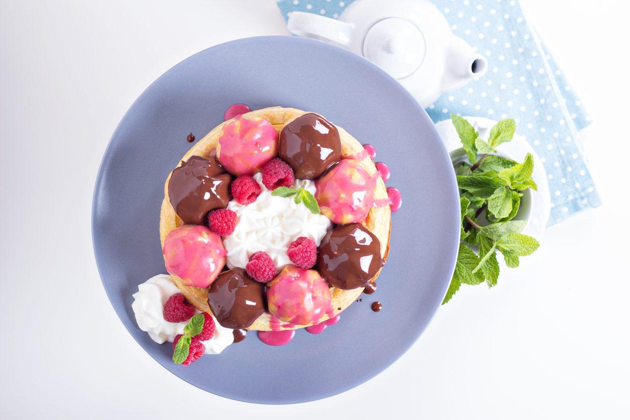 Torta Saint Honoré al cioccolato: la ricetta scenografica dal gusto inconfondibile