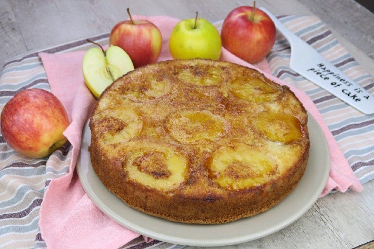 Torta rovesciata di mele: la ricetta del dolce capovolto soffice e delizioso