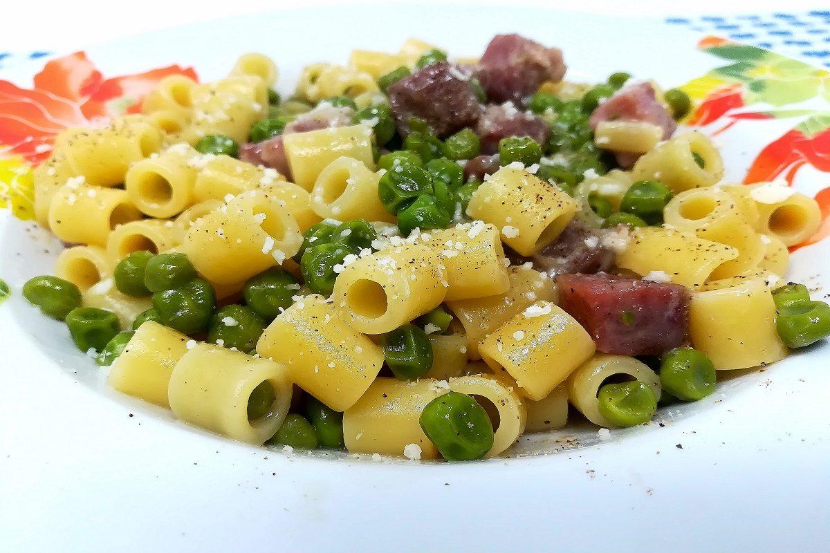 Pasta e piselli alla napoletana: la ricetta del piatto tipico campano