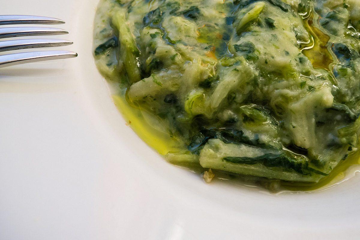 Minestra maritata pugliese: la ricetta del primo piatto a base di verdure miste