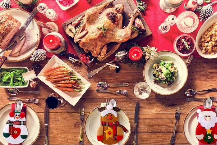 Segnaposti natalizi: 8 idee eleganti per decorare la tavola