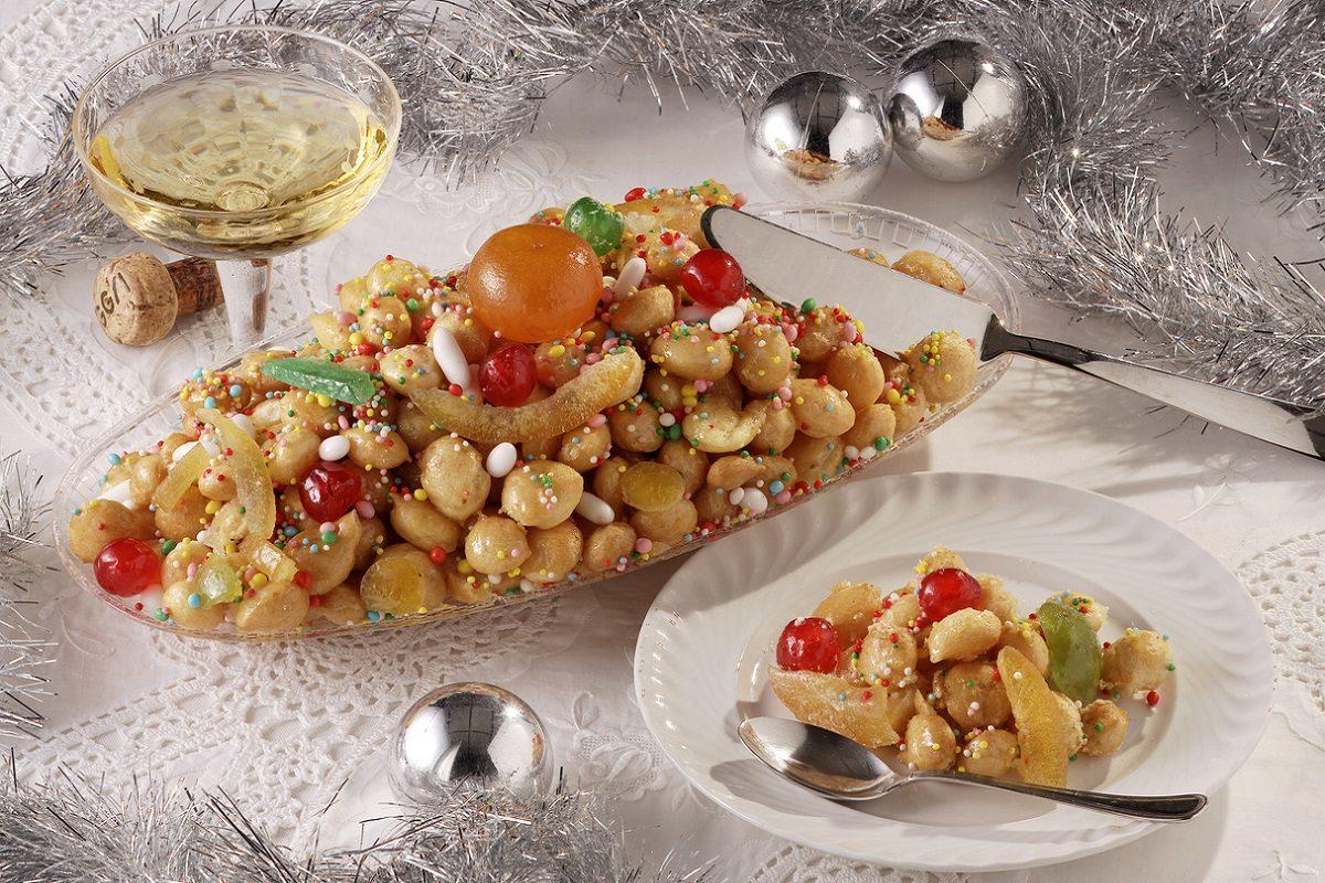 Struffoli siciliani: la ricetta della mpagnuccata